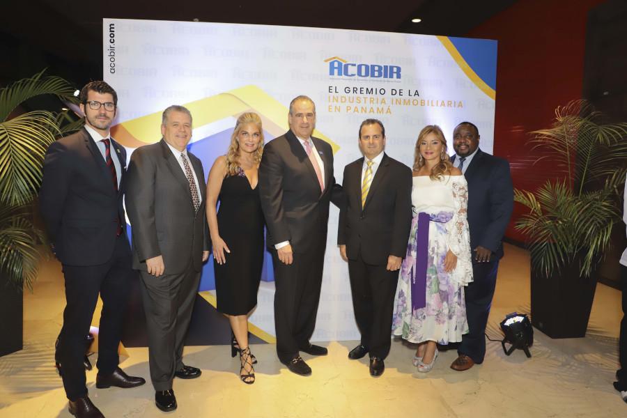 Invitados internacionales con miembros de ACOBIR