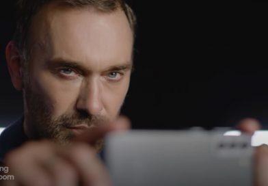 Hay un smartphone Samsung que conecta con el estilo de vida de tu papá
