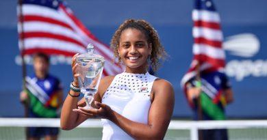 La atleta patrocinada por la FILA Robin Montgomery se lleva a casa los títulos de individuales y dobles juveniles femeninos del Abierto de EE. UU.